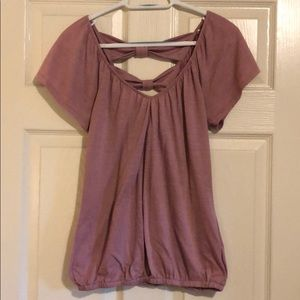 Adorable purple top w/ cut out design in the back